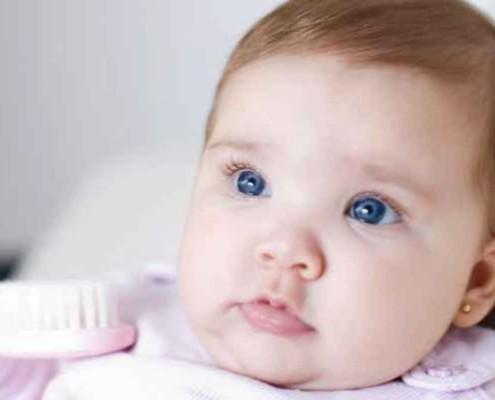 Saiba com quantos meses pode furar a orelha do bebê