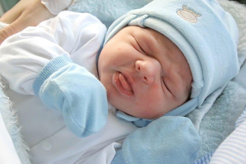 Entenda como vestir o bebê no frio