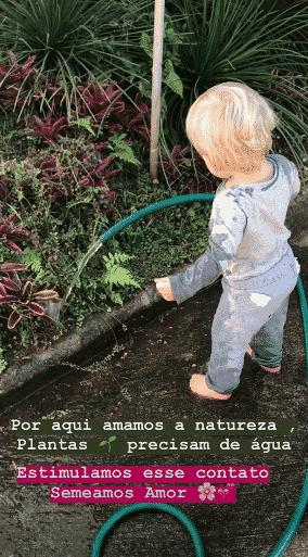 Umas das fotos que gerou confusão na internet do Enrico Bacchi com uma mangueira d´água