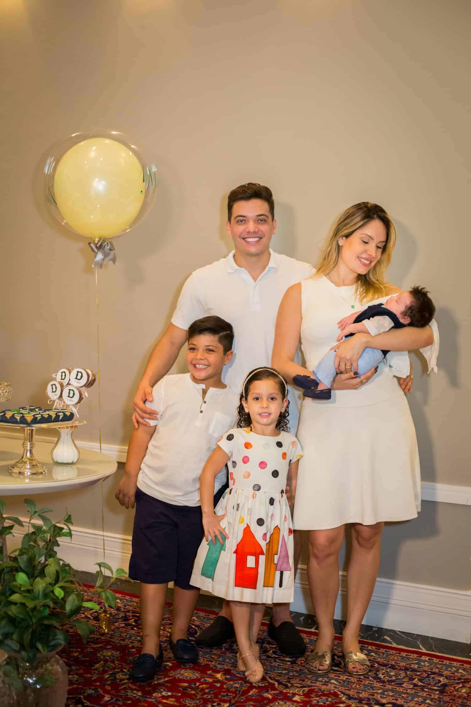 Safadão com sua esposa Thyane Dantas e seus filhos Dom, Ysys e Yhudy