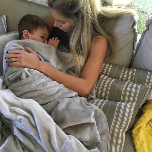 adriana-bebe-mamando