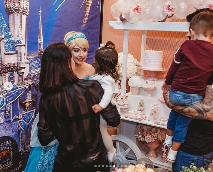 Publicação da festa da menina Linda em Orlando