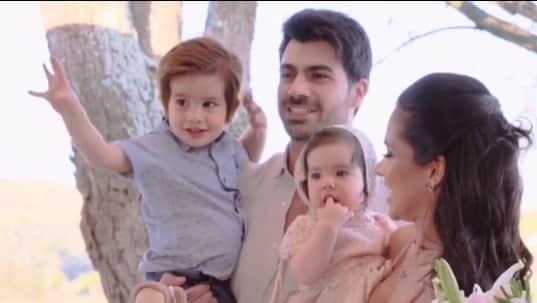 Uma bela foto em família, Adriana Sant'Anna e Rodrigão com os filhos Linda e Rodrigo