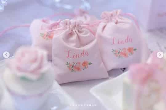 Imagem da lembrancinha da festa de batizado da menina Linda, filha da ex-bbb Adriana Sant´Anna