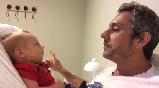 O papai Alexandre Nero com seu filho Noá