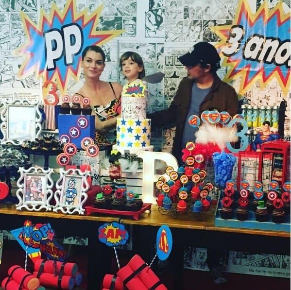 Menino Pedro com a mamãe Alinne Moraes e com seu pai