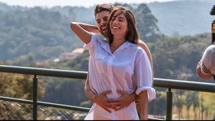 Romana Novais postou esta linda foto com o DJ Alok para anunciar o nome de seu filho