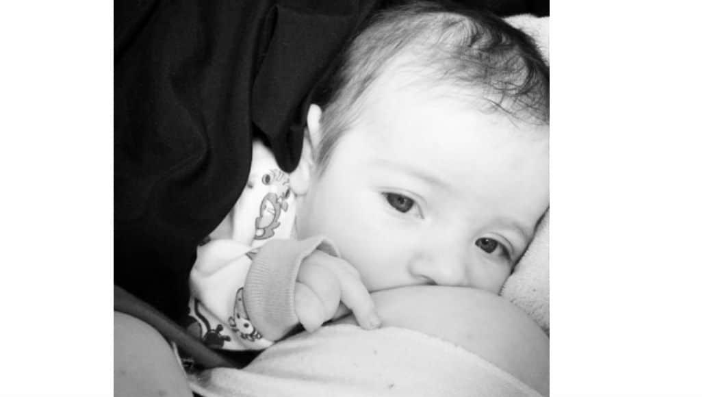 Olhar do bebê na amamentação