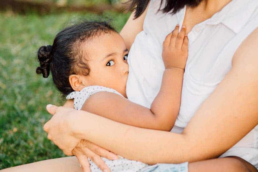Algumas mães optam por prorrogar a amamentação