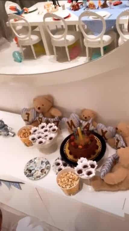 Muitos doces na festa do filho de Ana Hickmann