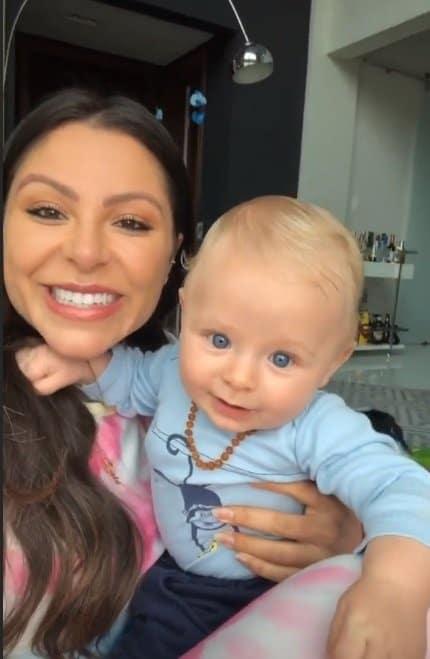 Andressa Ferreira com seu bebê com Thammy