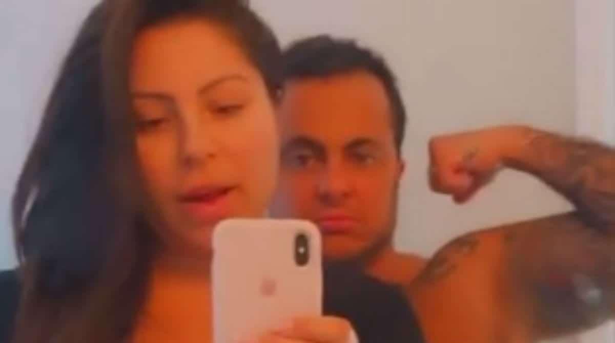 Andressa Ferreira, esposa de Thammy, mostrou a barriga pós-parto em uma foto sincera