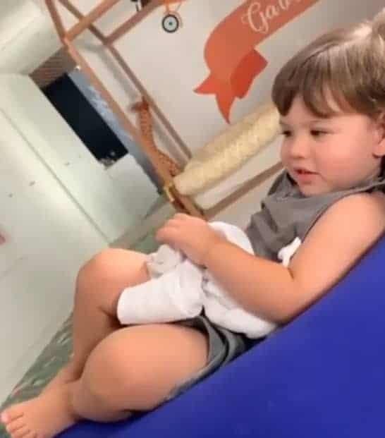 Andressa Suita publica foto do filho