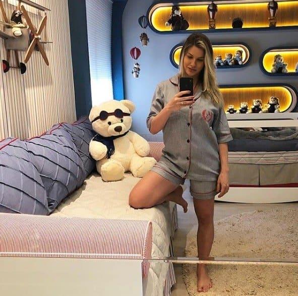 A modelo Andressa Suita postou foto do corpo após duas gestações seguidas