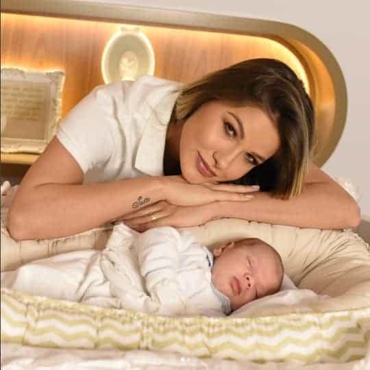 Andressa Suita com o bebê Gabriel