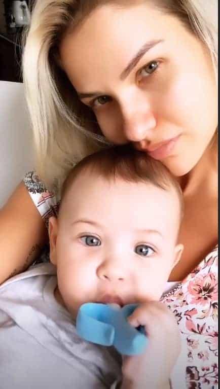 Andressa Suita posta foto com o filho Samuel