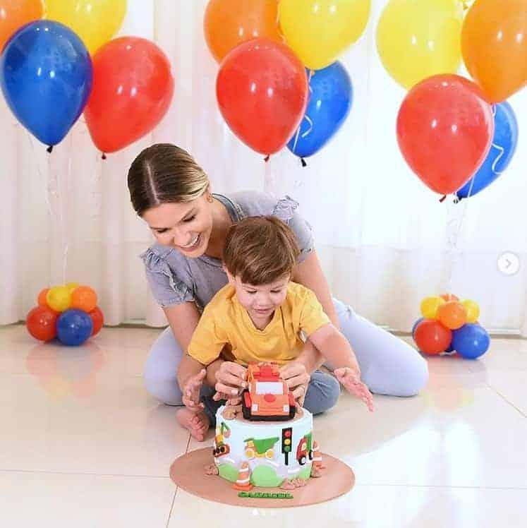 Andressa Suita celebrando os dois anos de Gabriel