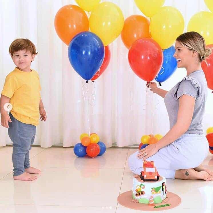 Andressa Suita comemorando os dois anos do filho