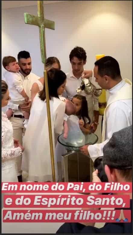 Publicação do batizado do bebê Samuel, filho de do cantor Gusttavo Lima e a modelo Andressa Suita