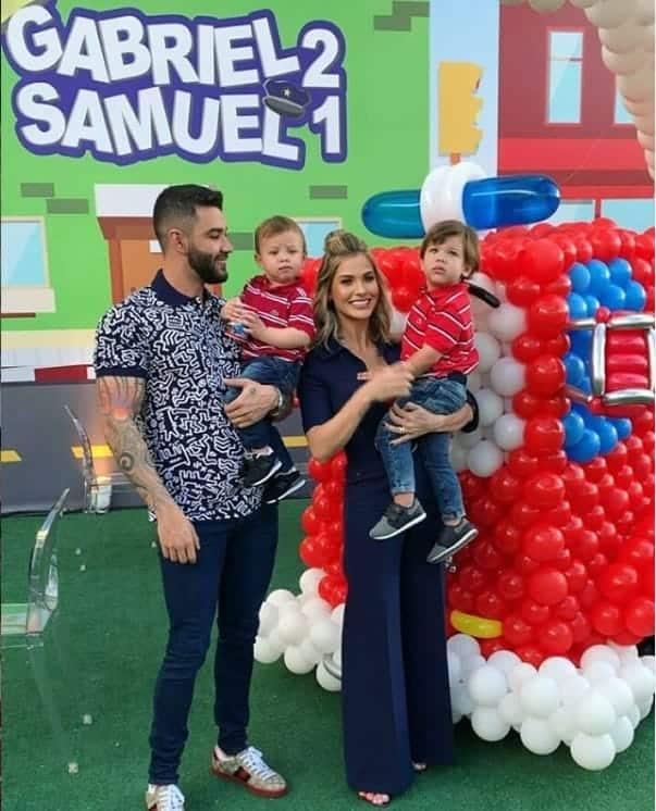Andressa Suita e Gusttavo Lima celebrando o aniversário dos filhos