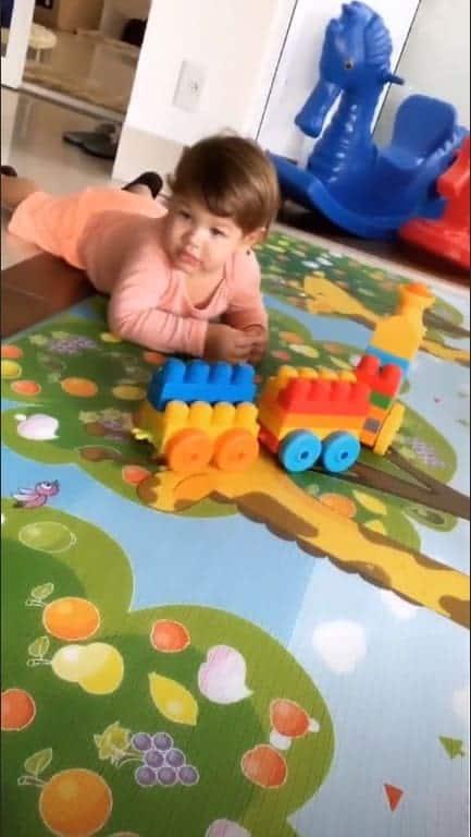 Imagem do pequeno Gabriel brincando