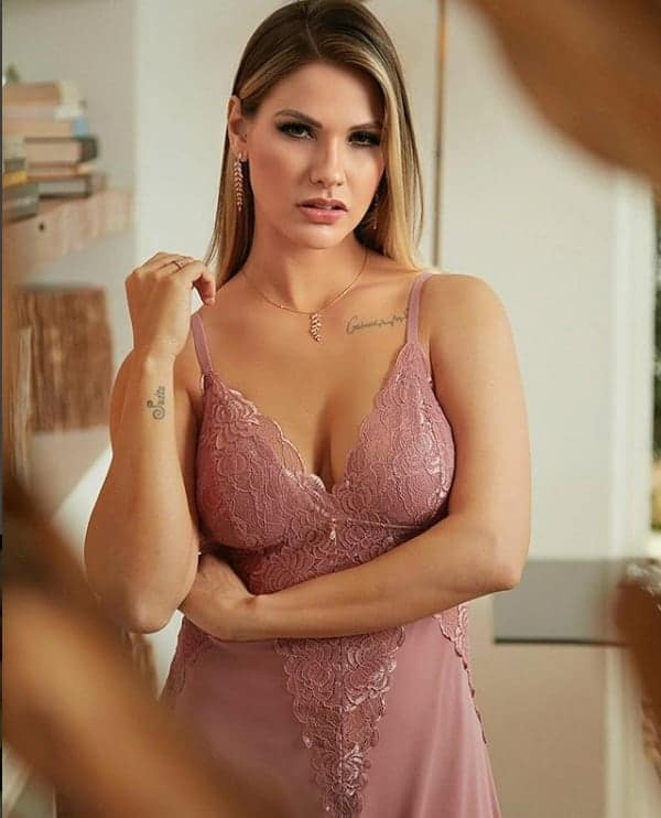 Após o nascimento do Samuel a modelo e mamãe Andressa Suita fez esse ensaio de lingerie