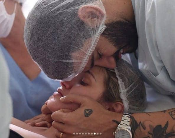 Gusttavo Lima e Andressa Suita durante o parto normal de Samuel
