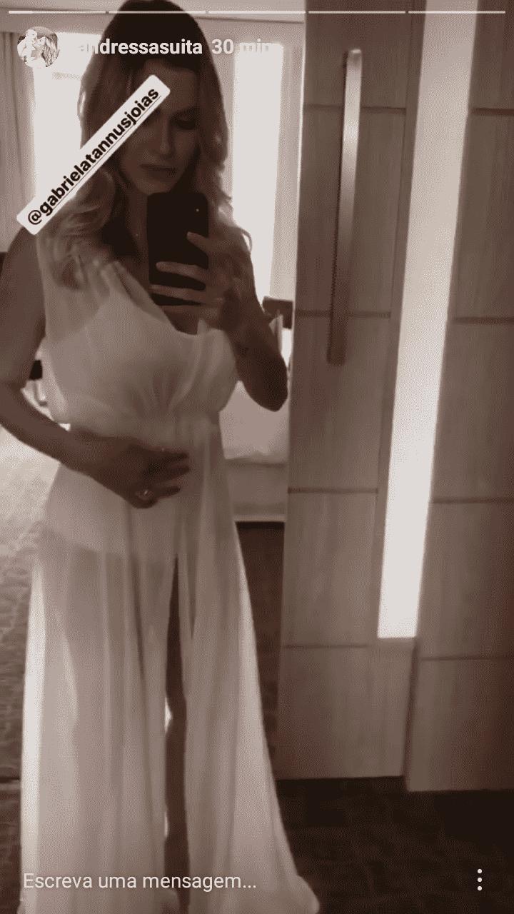Pronta para o ensaio de noiva a modelo Andressa Suita