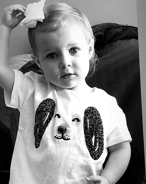 Sobrinha neta de Angélica em foto compartilhada por ela