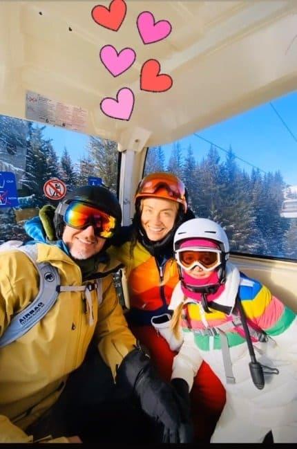 Angélica e Luciano Huck esquiando com a filha Eva