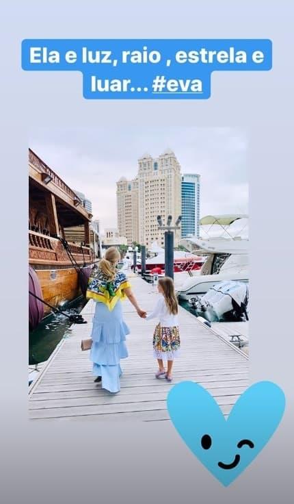 Angélica com sua filha durante viagem pelo Oriente Médio