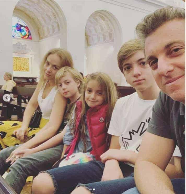 Angélica e Luciano Huck com os filhos no Santuário de Nossa Senhora de Fátima