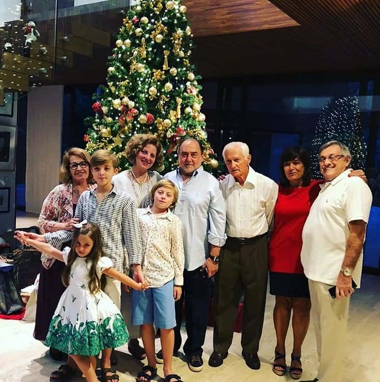Filhos de Angélica e Luciano Huck com os avós