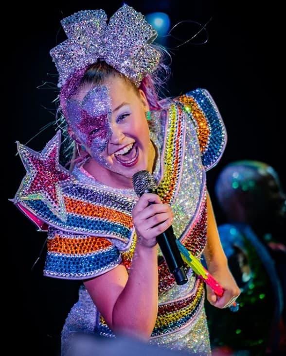 Cantora Jojo Siwa é o tema da festa de Eva, filha de Angélica e Huck