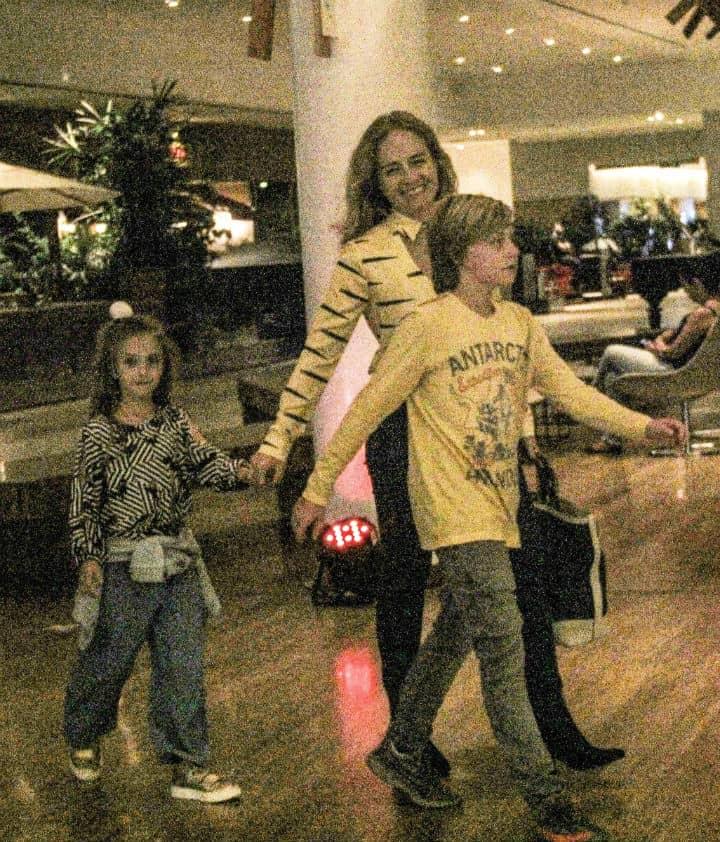 Angélica com seus filhos com Luciano Huck, Benicio e Eva