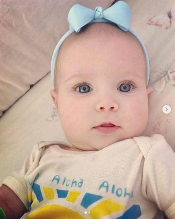 Bella é a cara da Angélica quando era bebê