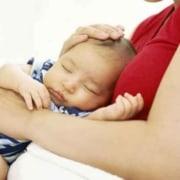 Confira armadilhas na hora de colocar o bebê para dormir