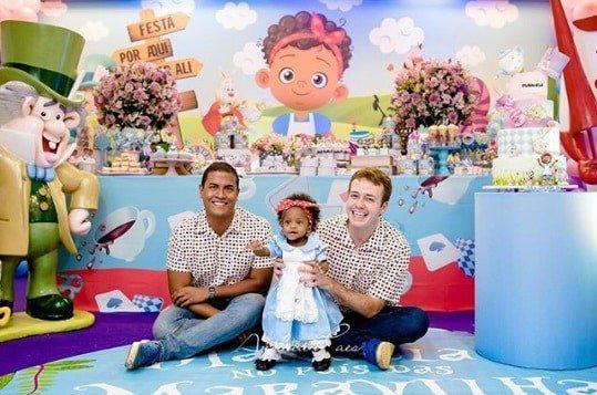 A pequena Manuella teve uma linda festa de um ano feita pelos seus pais o ator Pablo Sanábio e Marcelo Nascimento