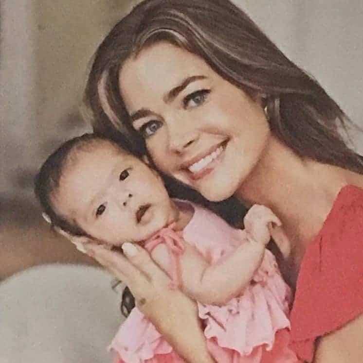 A mamãe Denise Richards com pequena Eloise quando ainda era bebê