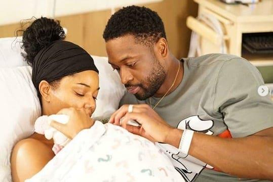 Gabrielle Union com sua bebê e o marido