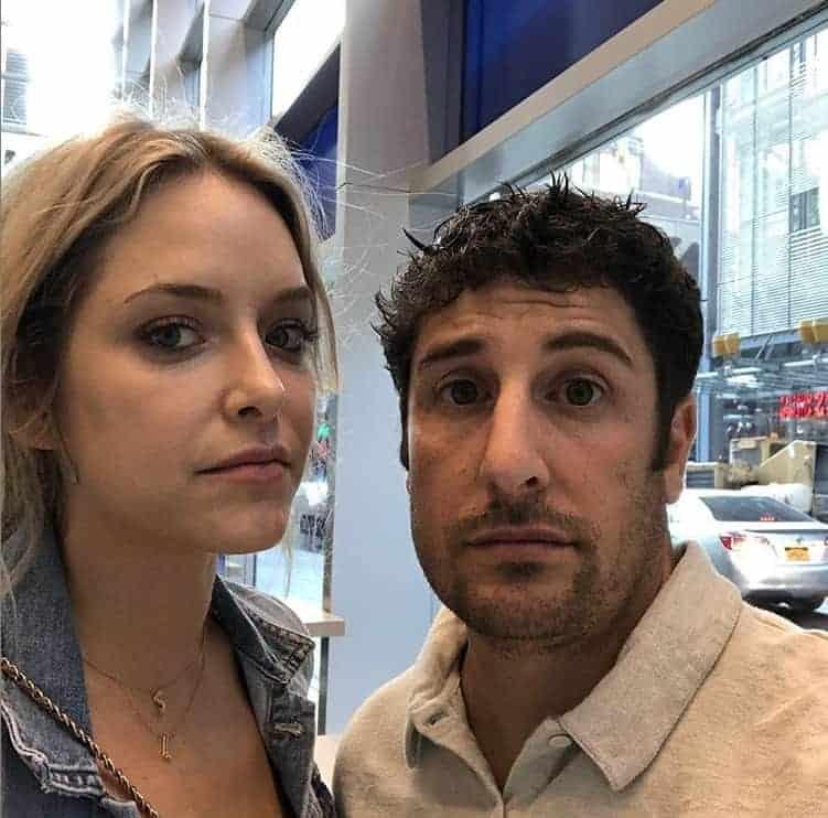 Jenny Mollen com seu marido, o ator Jason Biggs