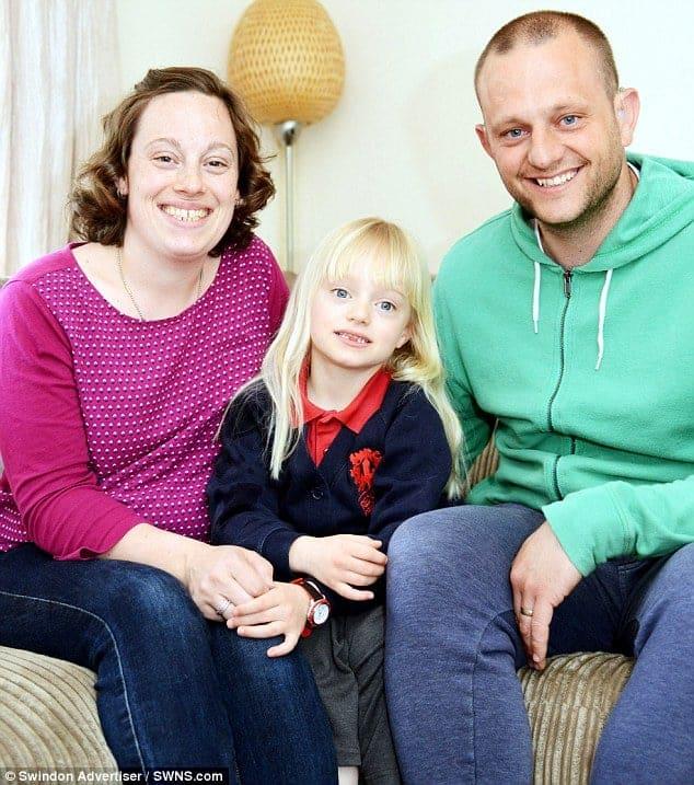 Toda a família da atriz mirim Maisie Sly é deficiente auditivo