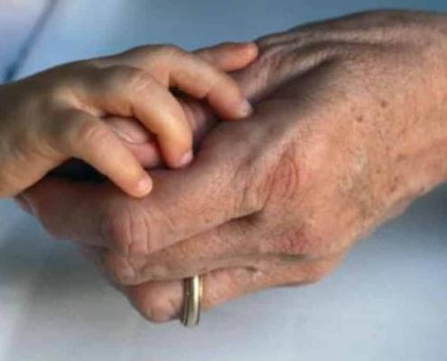 Entenda o que um estudo descobriu sobre os avós que cuidam dos netos