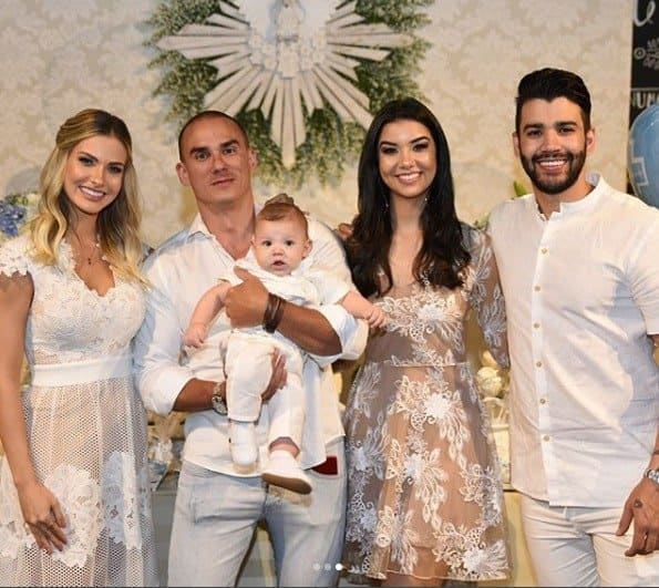 Luara Suita, 21, irmã de Andressa, e Breno Figueiredo, 35, outro amigo do cantor e da modelo, foram os padrinhos de consagração
