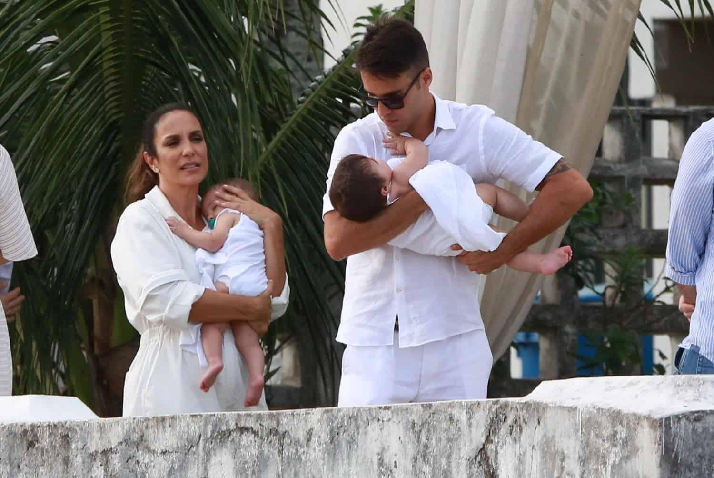 Ivete Sangalo aguardando o batizado de suas filhas gêmeas