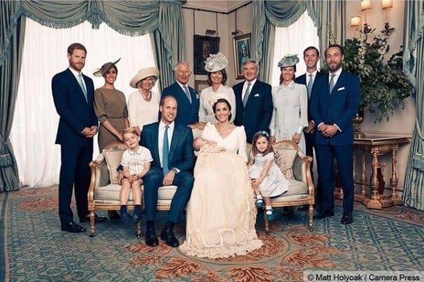 Família reunida no batizado do príncipe Louis