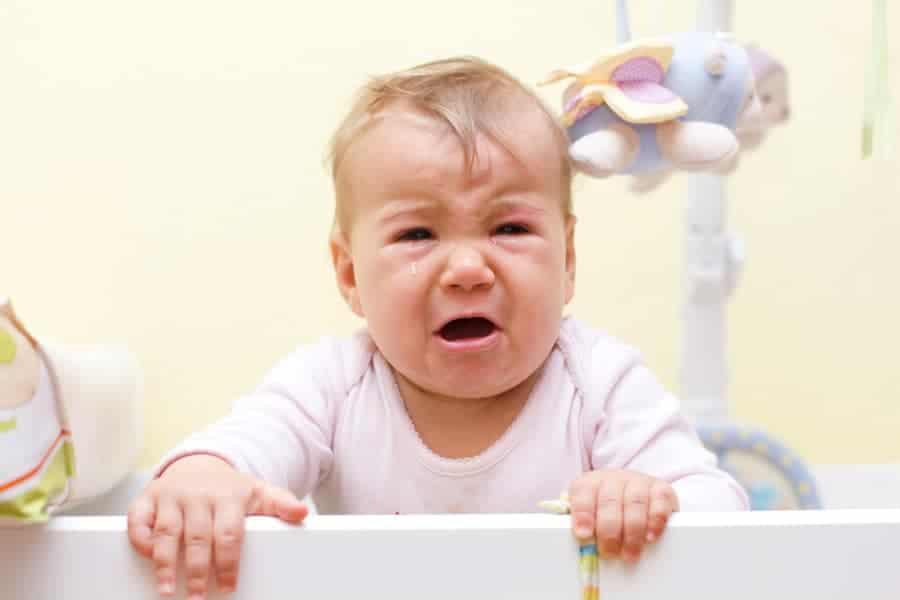 Quando os pais não dão atenção, isso pode deixar o bebê irritado