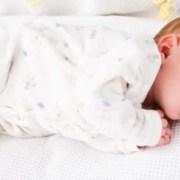Entenda como o bebê de 1 e 2 de meses se desenvolve