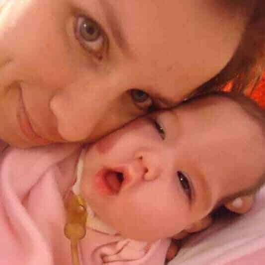 Bebê Luz Milagros com sua mãe após o que aconteceu