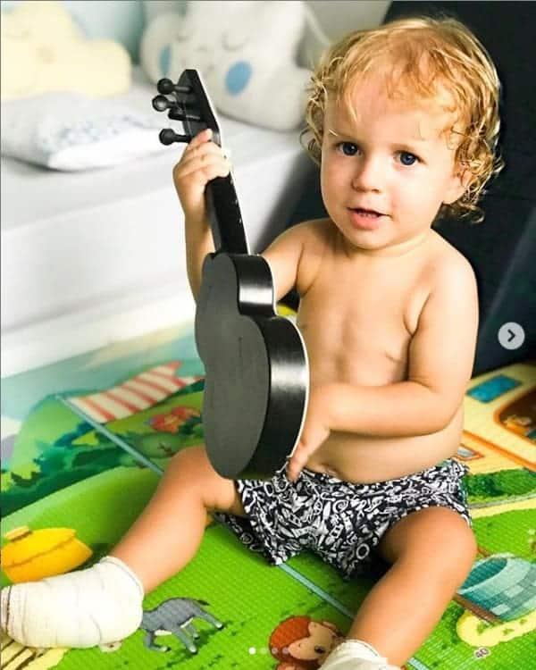 Filho da atriz Maíra Charken se recuperando das queimaduras